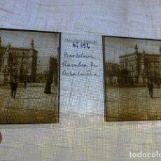 Fotografía antigua: BARCELONA RAMBLA DE CATALUÑA PLACA ESTEREOSCOPICA EN CRISTAL 4 X 10,5 CMTS HACIA 1900. Lote 155688266