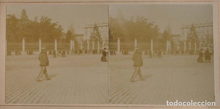 Fotografía antigua: ESTEREOSCÓPICA.- MADRID.- JARDINES DEL CUARTEL GENERAL DEL EJERCITO. PLAZA CIBELES - Foto 2 - 156561970