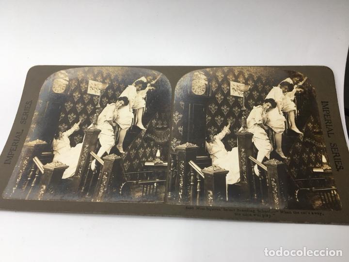 Fotografía antigua: FOTOGRAFIA ESTEREOSCÓPICA - IMPERIAL SERIES 5492 - TRAVESURAS DE MUCHACHAS - EL DIABLO SUELTO - - Foto 2 - 167956308