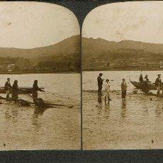 Fotografía antigua: VISTA ESTEREOSCÓPICA. PESCA DEL SÁBALO EN EL RIO MIÑO. GALICIA. . Lote 169566688