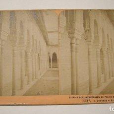 Fotografía antigua: FOTOGRAFIA ESTEREOSCOPICA GALERIA DES ABENCERAGES PALACIO DE LA ALHAMBRA. VUES D'ESPAGNE PARIS. Lote 175812378