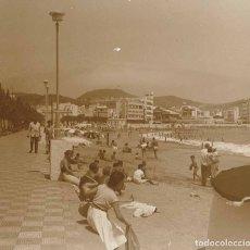 Fotografía antigua: CANARIAS. PLAYA. BAÑISTAS. 1960. Lote 177277908