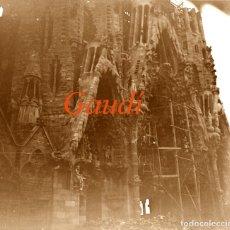 Fotografía antigua: GAUDÍ - SAGRADA FAMILIA - 1900'S - NEGATIU DE VIDRE . Lote 180866443