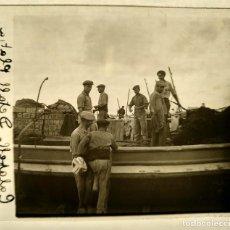 Fotografía antigua: CALAFELL BARCAS PESCA PLAYA - 1930'S - NEGATIVO DE VIDRIO 4,5 X 10,5 CM (APROX). Lote 184016663