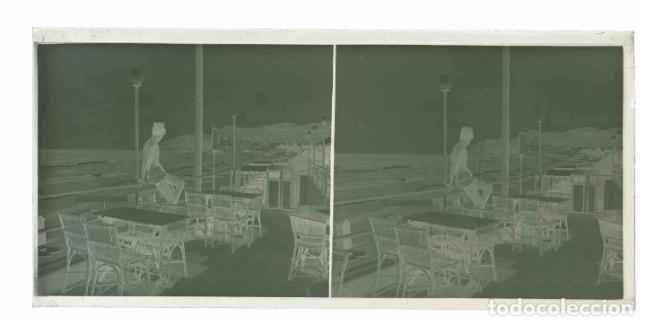 Fotografía antigua: SITGES. Terraza. Bar. Chico. preciosa imagen. c. 1930 - Foto 3 - 188506472