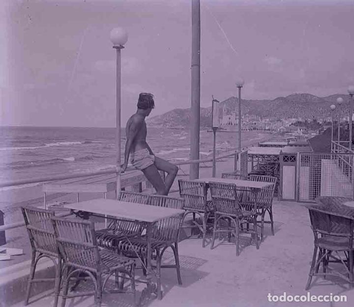 SITGES. TERRAZA. BAR. CHICO. PRECIOSA IMAGEN. C. 1930 (Fotografía Antigua - Estereoscópicas)