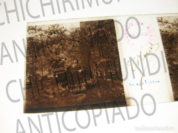 FOTOGRAFÍA ESTEREOSCÓPICA. DOS CHICAS CON EL TRAJE TÍPICO CERCEDILLA MADRID. FOTÓGRAFO EDUARDO NUEDA (Fotografía Antigua - Estereoscópicas)