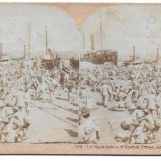 Fotografía antigua: TROPAS ESPAÑOLAS ESPERANDO PARA EMBARCAR TRAS LA RENDICIÓN DE SANTIAGO CUBA 1898. Lote 195047918