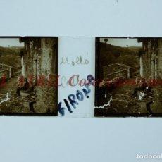 Fotografía antigua: MOLLÓ, GERONA, VISTA CALLE - POSITIVO EN CRISTAL ESTEREOSCOPICO - AÑOS 1920-1930. Lote 195228243