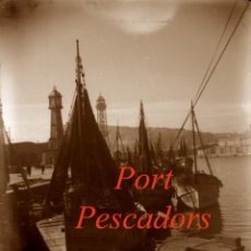 Fotografía antigua: PORT - PESCADORS - BARCELONA - 1940'S - NEGATIU DE VIDRE . Lote 195338051