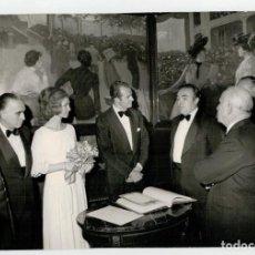 Fotografía antigua: FOTOGRAFIA ORIGINAL - JUAN CARLOS I Y DOÑA SOFIA - FOTOGRAFIA PEREZ DE ROZAS - . Lote 196454891