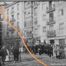 Fotografía antigua: ANTIGUA FOTOGRAFÍA. PROCESIÓN..CERCANÍAS BILBAO VIZCAYA.ESTEREOSCÓPICA DE CRISTAL. Lote 196945653