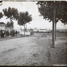 Fotografía antigua: CARRERA DE COCHES EN LOCALIZACIÓN DESCONOCIDA, ESPAÑA, 1915 APROX. CRISTAL POSITIVO 6X13CM.. Lote 199154942