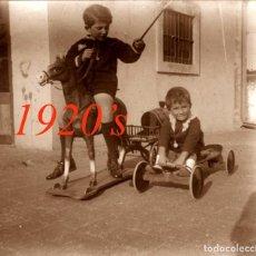 Fotografía antigua: JUGUETE - NIÑO - 1920'S - BARCELONA - NEGATIVO DE VIDRIO. Lote 209640298