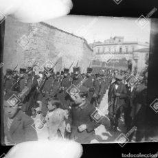 Fotografía antigua: PLACA ESTEREOSCÓPICA EN NEGATIVO DESFILE MILITAR SALAMANCA 1920-30.FOTÓGRAFO ANSEDE SALAMANCA. Lote 210042571