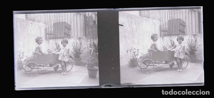 Fotografía antigua: NIÑAS CON COCHECITO. Juegos. Bonita imegen. c. 1925 - Foto 2 - 211511561