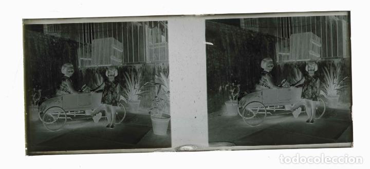 Fotografía antigua: NIÑAS CON COCHECITO. Juegos. Bonita imegen. c. 1925 - Foto 3 - 211511561
