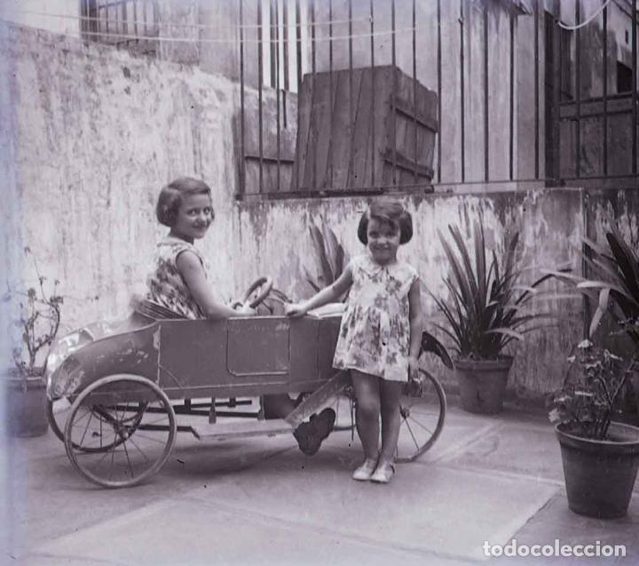 NIÑAS CON COCHECITO. JUEGOS. BONITA IMEGEN. C. 1925 (Fotografía Antigua - Estereoscópicas)