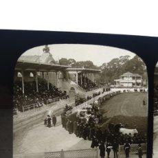 Fotografía antigua: PLACA ESTEREOSCÓPICA DE CRISTAL EN POSITIVO. 1910 FERIA DE GANADO A IDENTIFICAR. BILBAO?. Lote 216399523