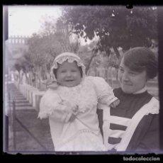 Fotografía antigua: NIÑERA Y BEBÉ. SMPÁTICA FOTO. PARQUE DE LA CIUDADELA. C. 1925. Lote 217776838