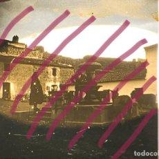 Fotografía antigua: FOTOGRAFIA ESTEREOSCOPICA VIDRIO S XIX ESPAÑA CAÑOS FUENTE BURROS PUEBLO. Lote 223299478