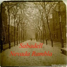 Fotografía antigua: SABADELL - RAMBLA - NEVADA - 1920'S - POSITIU DE VIDRE. Lote 235812935