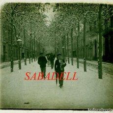 Fotografía antigua: SABADELL - RAMBLA - NEVADA - 1920'S - POSITIU DE VIDRE. Lote 235836035
