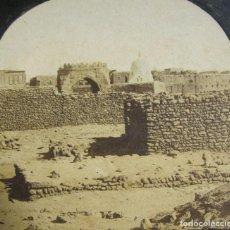 Fotografía antigua: 1 CARTON ESTEREO. INAUGURATION DE CANAL DE SUEZ. CIMETIÈRE ARABE A SUEZ. 8,5 X 17 CM.. Lote 236005710