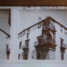 Fotografía antigua: ESTEREOSCOPICA EN CRISTAL PALACIO DEL DUQUE DE SAN CARLOS. 13 X 6 CM. Lote 248472430