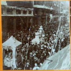 Fotografía antigua: VALENCIA 1903 EL COSO BLANCO EN LA CALLE LA PAZ. Lote 254191620
