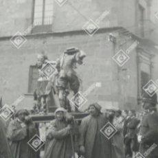 Fotografía antigua: PLACA ESTEREOSCÓPICA CRISTAL EN POSITIVO SALAMANCA PROCESIÓN RELIGIOSA SOBRE 1920. Lote 262794485