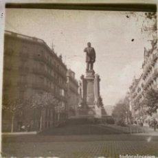 Fotografía antigua: FOTOGRAFÍA ESTEREOSCÓPICA CRISTAL - RAMBLA DE CATALUÑA - MONUMENTO A JOSÉ ANSELMO CLAVÉ - AÑO 1927. Lote 267418094