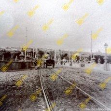 Fotografía antigua: PLACA ESTEREOSCÓPICA CRISTAL MADRID PUENTE DE TOLEDO SOBRE EL 1900. Lote 272768423