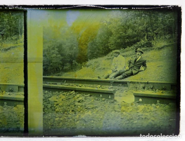 Fotografía antigua: 3 Vista estereoscópica cristal paisaje construcción vías tren ferrocarril señores vagón PP S XX - Foto 2 - 278221878