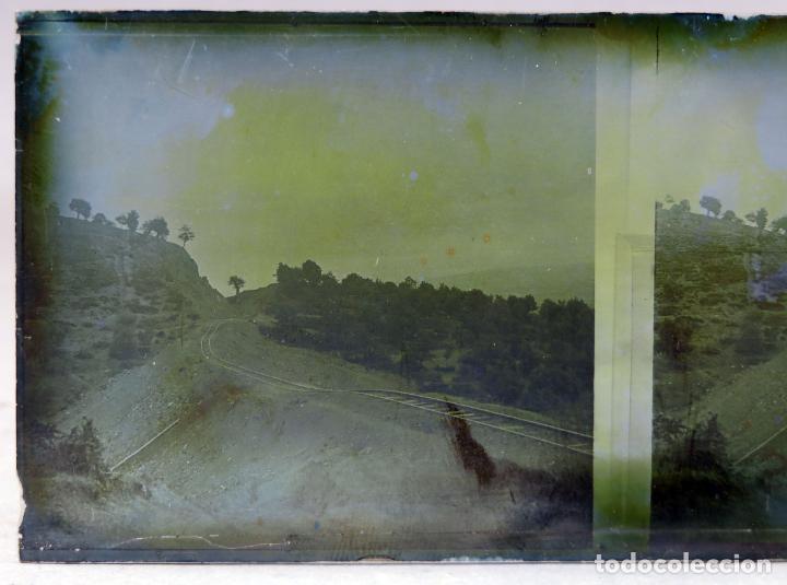 Fotografía antigua: 3 Vista estereoscópica cristal paisaje construcción vías tren ferrocarril señores vagón PP S XX - Foto 3 - 278221878
