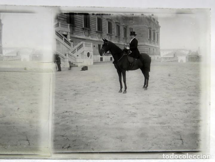 Fotografía antigua: 3 Vista estereoscópica cristal Familia Real a caballo Palacio Real Alfonso XIII niño posible PP S XX - Foto 2 - 278224473