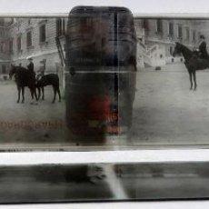 Fotografía antigua: 3 VISTA ESTEREOSCÓPICA CRISTAL FAMILIA REAL A CABALLO PALACIO REAL ALFONSO XIII NIÑO POSIBLE PP S XX. Lote 278224473