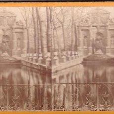 Fotografía antigua: ESTEREOSCOPICA ALBUMINA PARIS NOUVEAU. FOTÓGRAFO N. C. A PARIS. FUENTE MEDICI JARDIN LUXEMBURGO. Lote 287928033