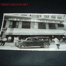 Fotografía antigua: FOTOGRAFIA ANTIGUA DE PUBLICIDAD DE LA EPOCA-TOLDO Y LUMINOSO CON PUBLICIDAD ,BAR VALENCIA.AÑOS 50. Lote 10985339
