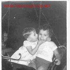 Fotografía antigua: SIMPÁTICA PAREJITA MIDE 10CM X 7CM. Lote 3551353