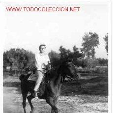 Fotografía antigua: JOVEN A CABALLO MIDE 10CM X 7 CM . Lote 3076002