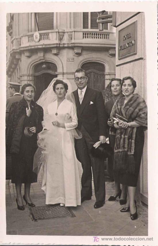 FOTO DE BODA A LAS PUERTAS DEL HOTEL WELLINGTON - 1955 (Fotografía Antigua - Fotomecánica)