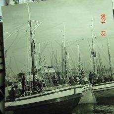 Fotografía antigua: 1507 PUERTO PESQUERO PRECIOSA FOTOGRAFIA GRANDE PARA DECORA 46 X 30 CM - MAS EN COSAS&CURIOSAS. Lote 9796043