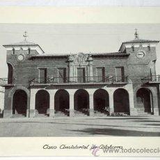 Fotografía antigua: FOTOGRAFIA CALAHORRA LA RIOJA CASA CONSISTORIAL AÑOS 50. Lote 8534686