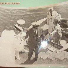 Fotografía antigua: FOTO DE FRANCO Y SU ESPOSA EN EL CLUB NÁUTICO.. Lote 10643821