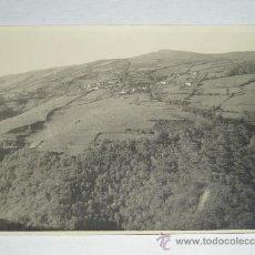 Fotografía antigua: ANTIGUA FOTO AMATEUR B/N - VISTA PUEBLO MONTAÑAS ASTURIAS (11 X 8 CMTS.) DICIEMBRE DEL 1949.. Lote 27544910