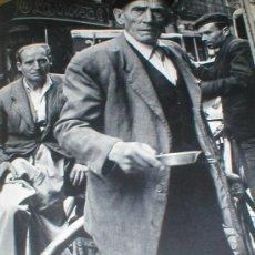 Fotografía antigua: BARCELONA ORGANILLEROS MICHAEL WOLGENSINGER LAMINA 1950. Lote 25680155