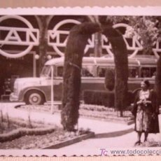 Fotografía antigua: ANTIGUA FOTO, VALENCIA, EXPOSICION REGIONAL 1948, AUTOBUS, MAN, PASEO.. Lote 15358408