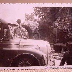 Fotografía antigua: ANTIGUA FOTO, VALENCIA, EXPOSICION REGIONAL 1948, MAN, AUTOBUS. Lote 15358423