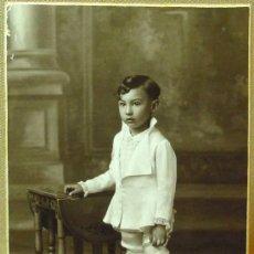 Fotografía antigua: MAGNIFICA Y ANTIGUA FOTOGRAFIA, DE ESTUDIO, CASA GARCIA BOLDUN, NIÑO COMUNION ?, 1920S. Lote 16572442